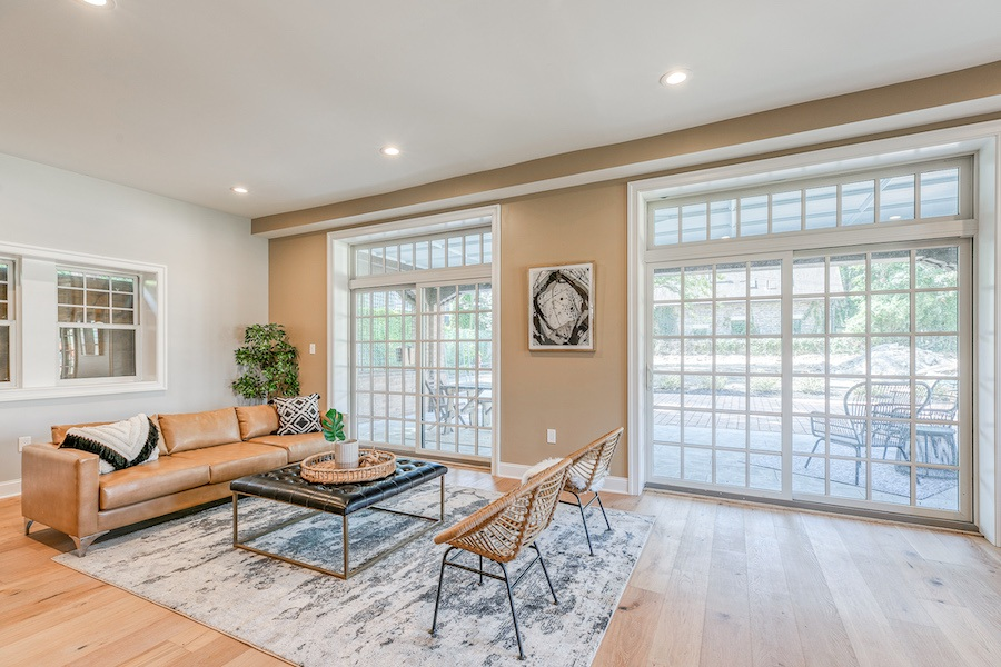 germantown carriage house for sale living room