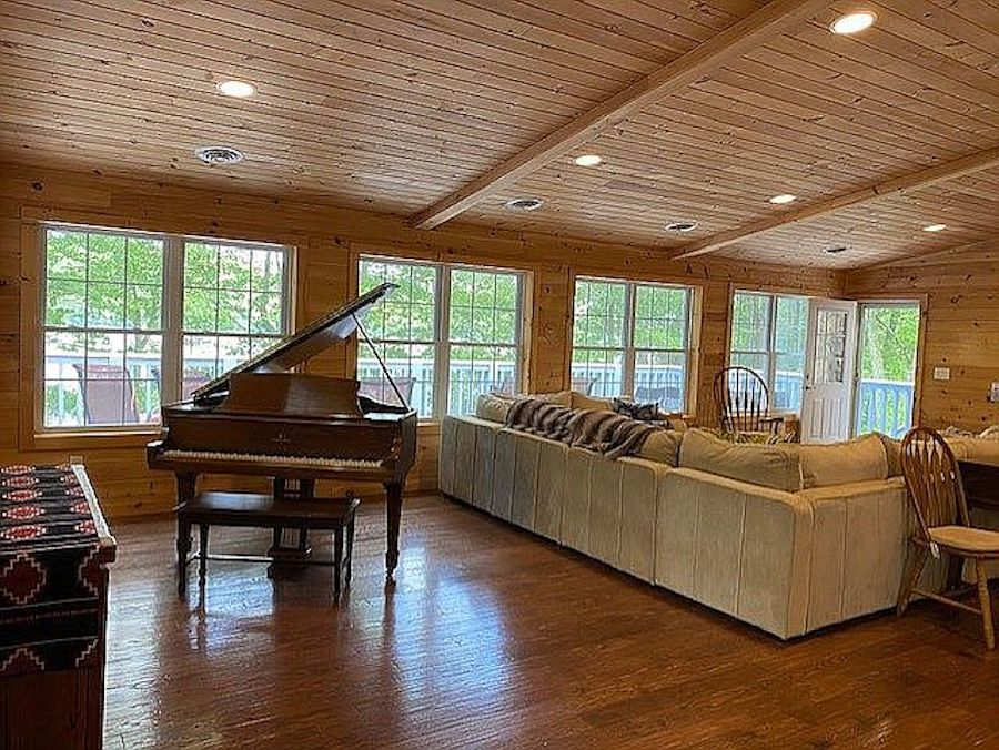 house for sale greentown lakeside living area