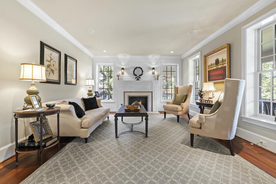 house for sale berwyn lakeside colonial living room