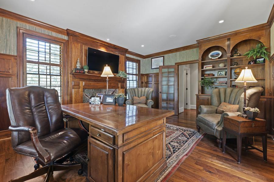 house for sale berwyn lakeside colonial study