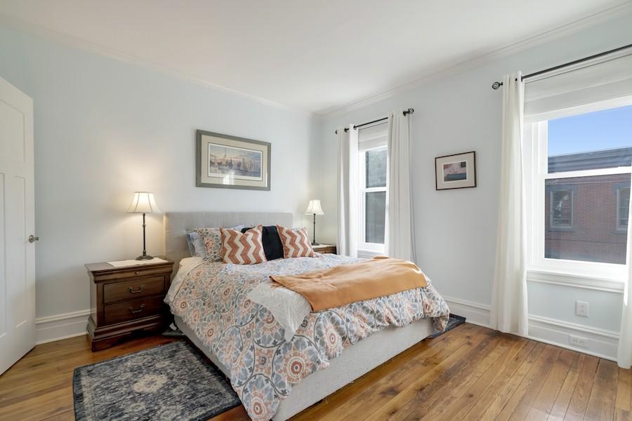 house for sale Fairmount workingman's row primary bedroom