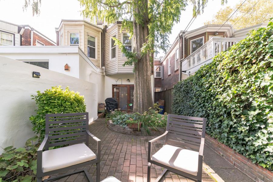 house for sale Fairmount workingman's row rear patio