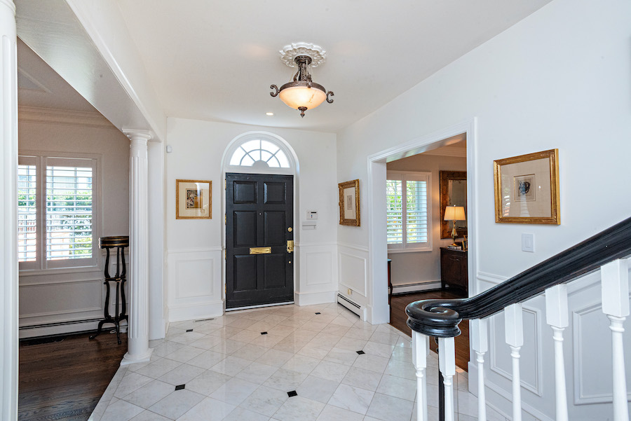 house for sale Ventnor colonial foyer