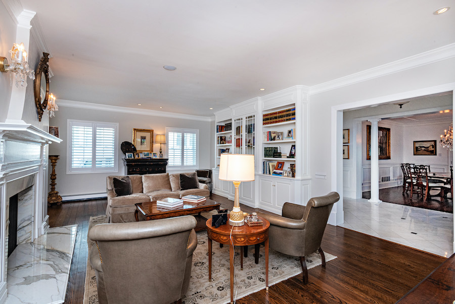 house for sale Ventnor colonial living room