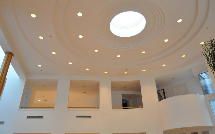 living room ceiling showing oculus