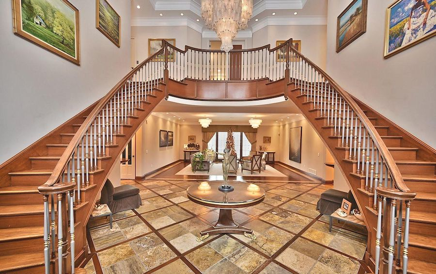 house for sale East Stroudsburg manor foyer