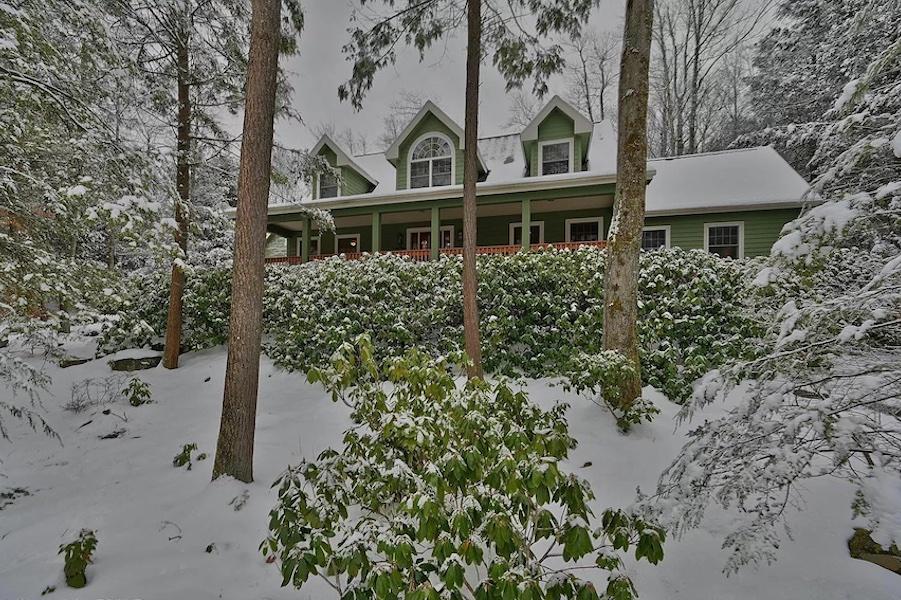 house for sale Pocono Pines Cape Cod exterior front