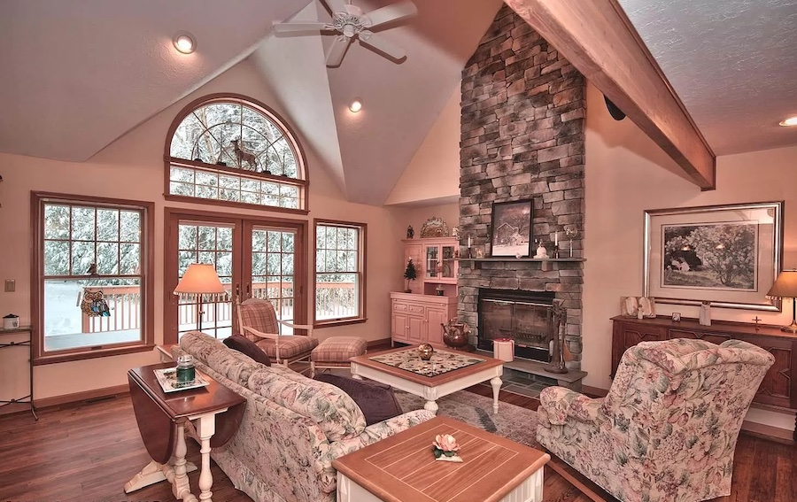 house for sale Pocono Pines Cape Cod great room