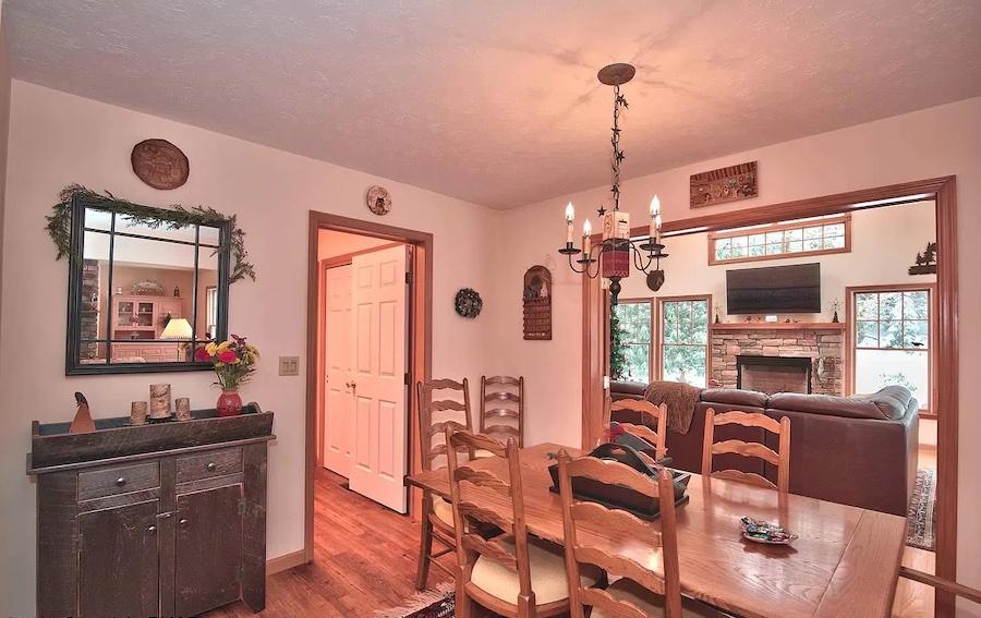 house for sale Pocono Pines Cape Cod breakfast room