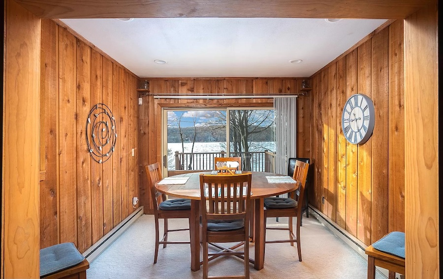 house for sale Lake Wallenpaupack lakeside cottage dining room