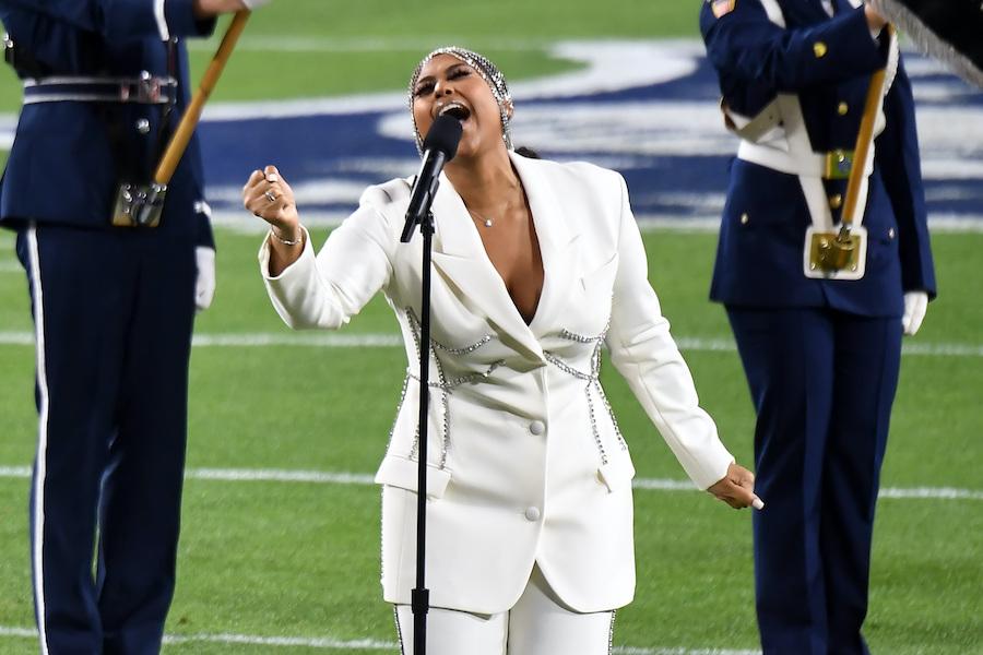 jazmine sullivan singing the national anthem at the super bowl