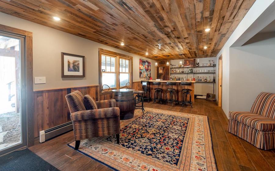 Lower-level lounge