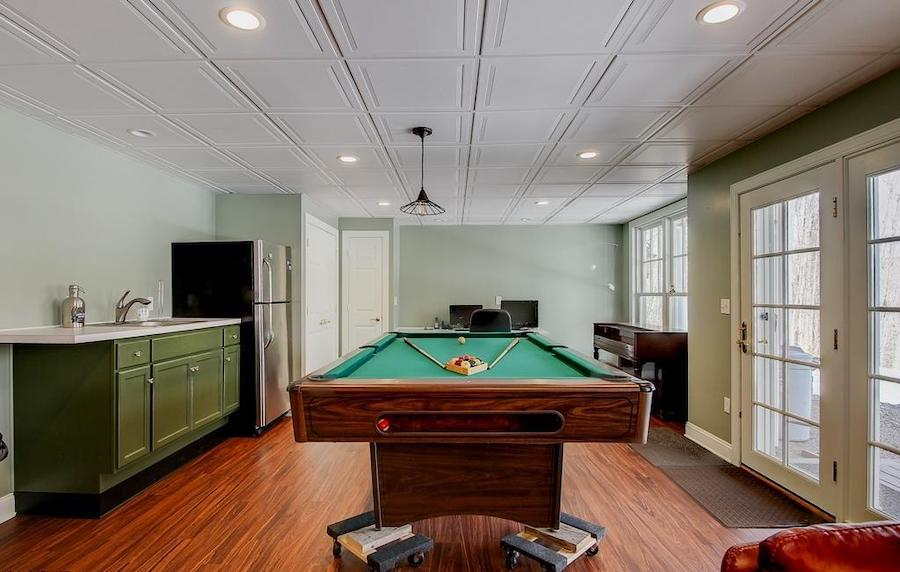 basement rec room: game room