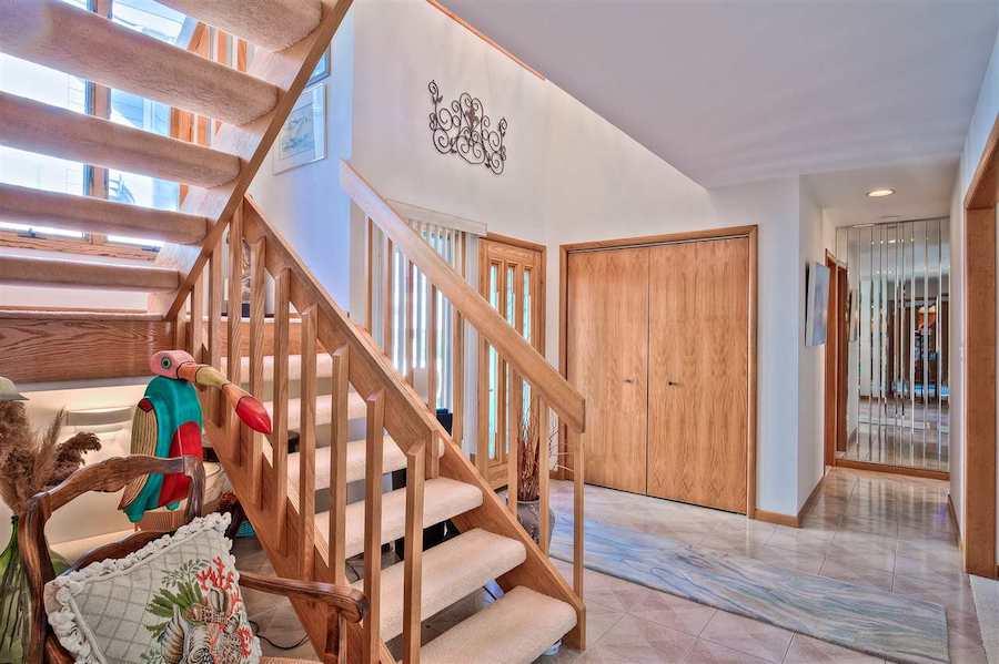 Avalon beach block contemporary house for sale foyer