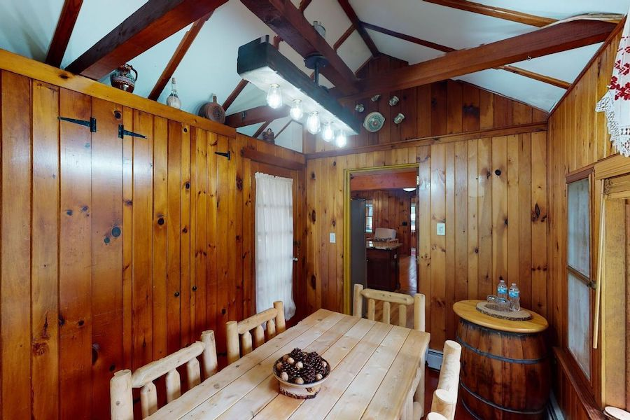 house for sale lake wallenpaupack cabin dining room