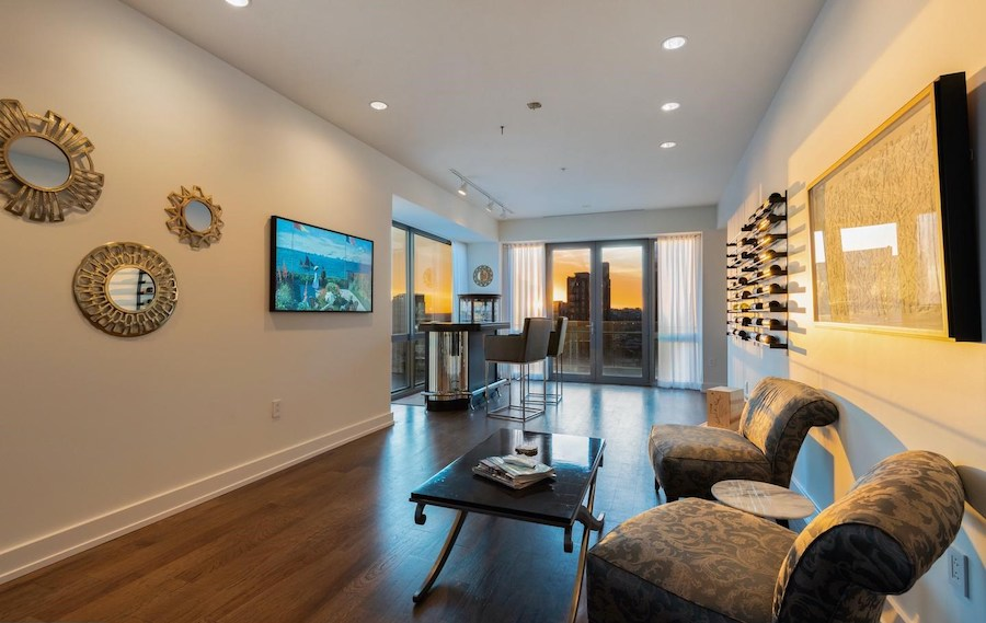 condo for sale 1706 Rittenhouse full-floor bar and lounge