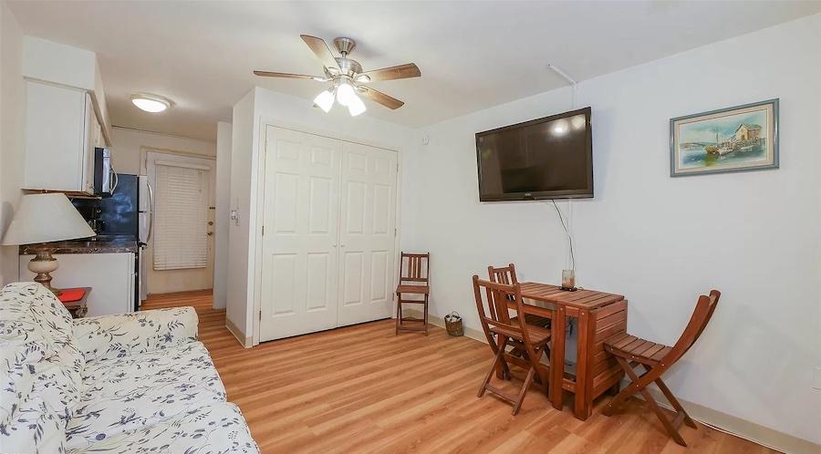 condo for sale Longport efficiency living room
