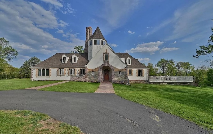 house for sale Mt. Pocono Norman manor exterior front