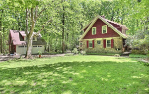 house for sale Pocono Manor cottage exterior