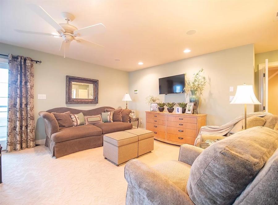 primary bedroom sitting area