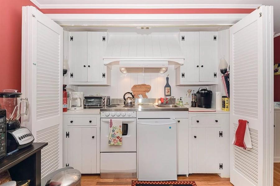 guest cottage kitchenette