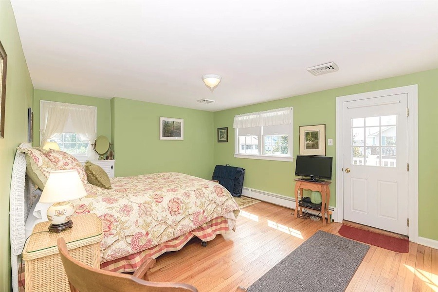 guest cottage primary bedroom