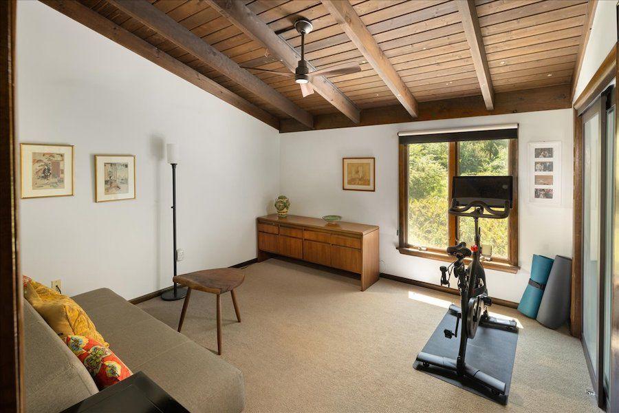 gym/studio (bedroom)