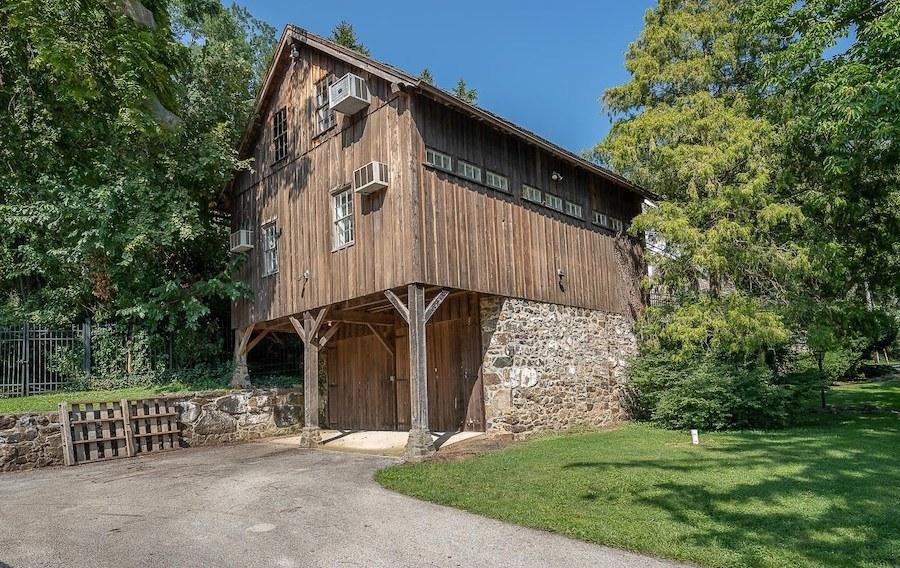 Barn (garage, guest house, fitness center)