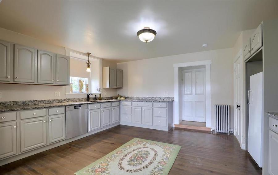 kitchen, 1794 wing
